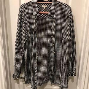 Checkered long sleeve button down shirt